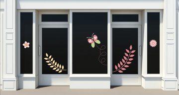 Ανοιξιάτικη βιτρίνα - Ανοιξιάτικη/Καλοκαιρινή σύνθεση με πεταλούδα, λουλούδια και φύλλα
