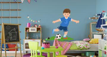 Selected products - Παιδί ποδοσφαιριστής με μπάλα και γρασίδι