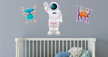 Selected products - Αστροναύτης με εξωγήινους