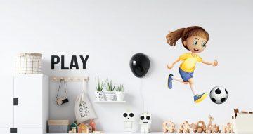 Αυτοκόλλητα Τοίχου - Καρτουνιστηκη φιγούρα κοριτσιού που παίζει μπάλα