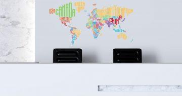 Αυτοκόλλητα καταστημάτων - Πολύχρωμος παγκόσμιος χάρτης με ονόματα χωρών