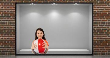 Αυτοκόλλητα καταστημάτων - Αυτοκόλλητο βιτρίνας κορίτσι με μπάλα